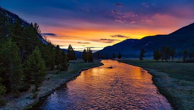 river-1589616_640.jpg