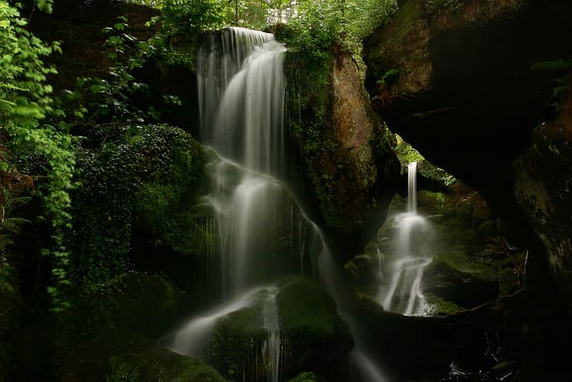 waterfall-5478761_640.jpg